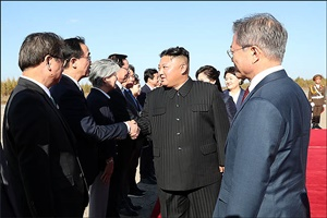 내부 반대에도 서울行 결정한 김정은, 종전선언 이벤트 있을까