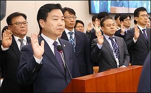 선서하는 홍종학 중소벤처기업부 장관