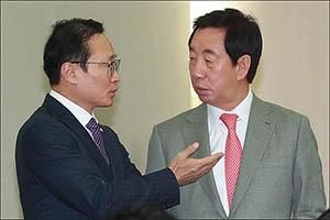 합동참모본부 국정감사에서 대화 나누는 홍영표-김성태