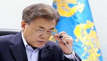 '다시 내리막길' 文대통령 지지율 57.3%