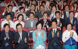 [데일리안 여론조사] 민주당, 지금 총선하면 지지 43.7%…한국당 26.7%