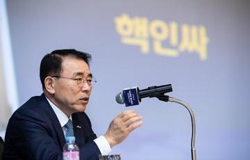 조용병 신한금융 회장, 신입 직원에 '초심·어울림·으뜸' 당부