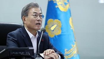 '데드크로스' 맞은 文대통령…국정지지율 46.2% 최저치…부정 49.8%