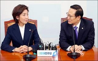 [데일리안 여론조사] 차기 총선 가상대결…민주 36.8%vs한국 30.6%