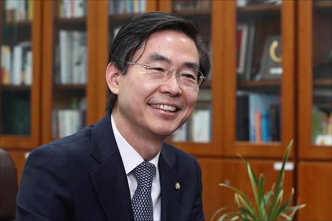 """[당권주자 연속인터뷰] 조경태 """"정당 지지율 45.6% 만들어내겠다"""""""