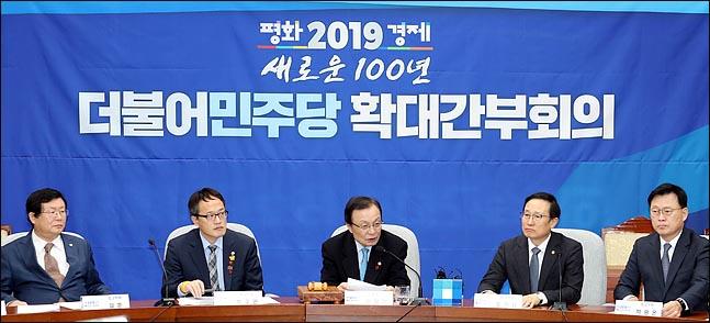 민주당 의원들 잇단 자책골에 문팬