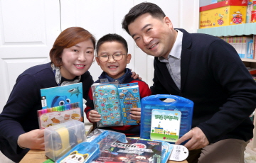 LG디스플레이, 임직원 자녀 1500여명에게 입학선물 전달