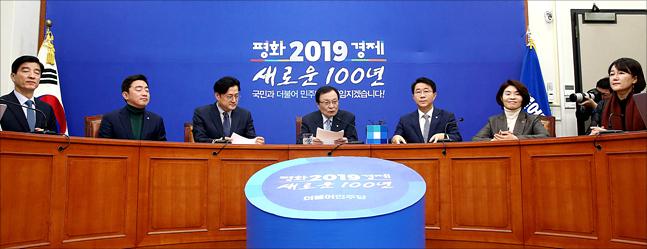 논란 키운 '체크리스트' 해명…민주당 대응논리 고심