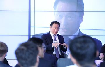 [CEO가 뛴다-7] SK 재계 2위 눈앞…최태원의 도전은 계속된다