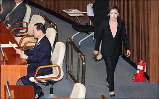 여야 지도부 같은날 통영서 조우…민심잡기 혈투
