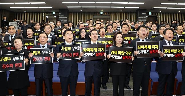 한국당, 여야 4당 선거제 개편 '맞불 방안'은?