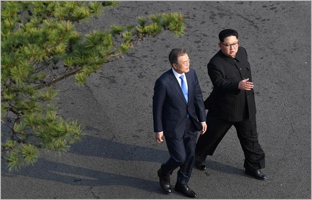 개성연락사무소 철수…'썸 타던 김정은, 떠나가나'