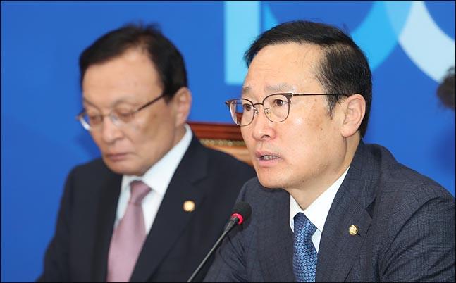 """홍영표 """"민주주의 부정 세력 준동…독버섯처럼 자라나"""""""