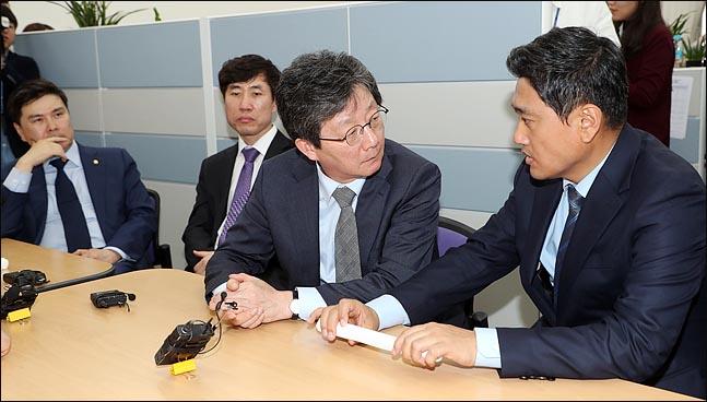 김관영, 오신환→채이배 사보임 시도…바른정당계 의원들, 의사과 봉쇄