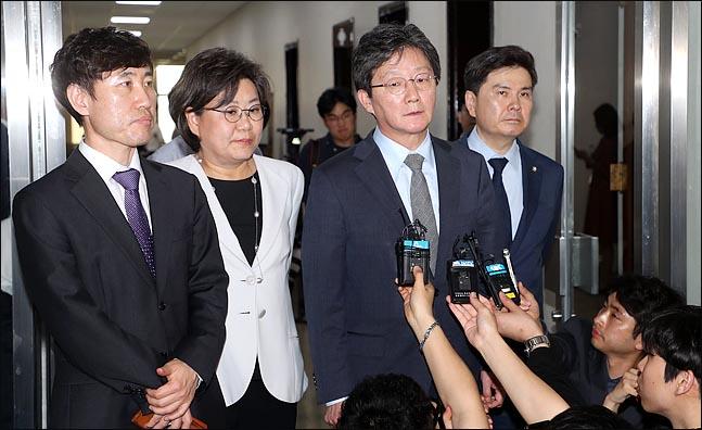유승민·김중로 등 의원 7명 의사과 농성하는 사이…김관영, 사보임계 팩스 전송