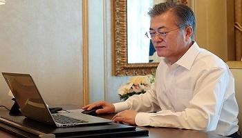 文대통령 지지율 46.9%, 부정평가 46.6%…'3년차 조정기'