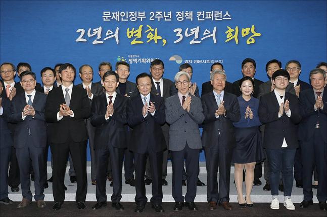[데일리안 여론조사] 국민 10명 중 3명, 경제정책에 '0점'
