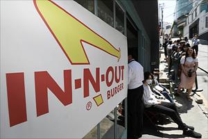 '인앤아웃 버거 팝업스토어 오픈, 정식 출시는 언제?'