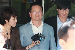 '김학의 성접대' 윤중천, 두 번째 구속 기로