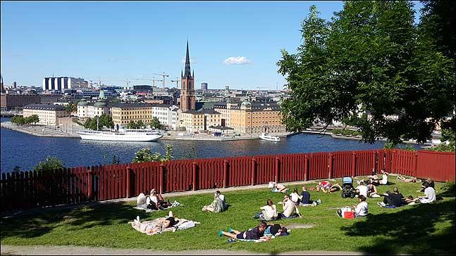 이제 스웨덴은 진정 해가 지지 않는 나라