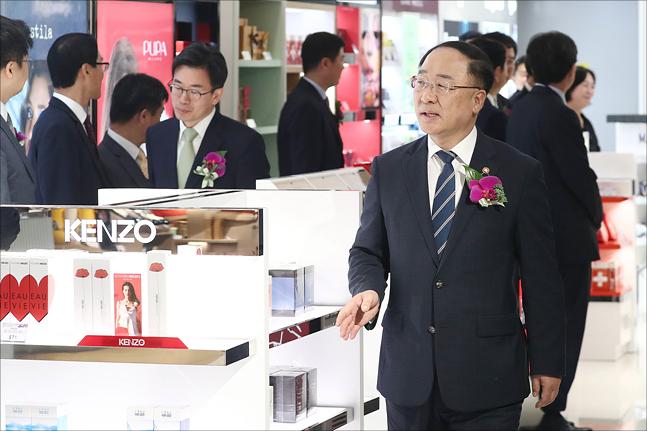 [데일리안 여론조사] 국민 열 명 중 여섯 '경제 위기상황'