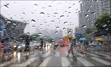 [내일날씨] 요란한 비 오는 일요일, 바람 거세고 천둥·번개