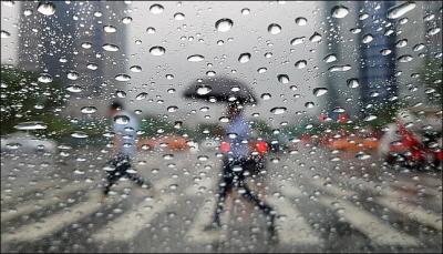 [내일날씨] 전국 곳곳 천둥·번개 동반한 소나기