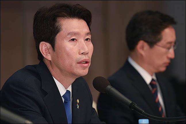 이인영, 경제토론회 조건부 수용…