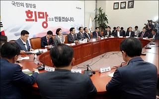 홍문종 탈당에도 미동 없는 한국당