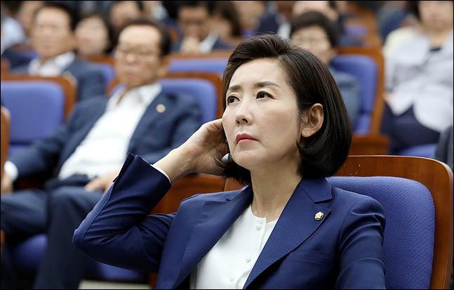 """나경원 """"민주당, 제1야당 굴종만 강요""""…선별적 상임위 개최키로"""