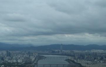 [내일날씨] 구름 낀 일요일 곳곳에 소나기…낮 최고 30도