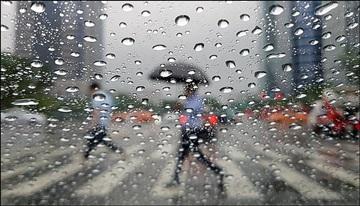 [내일날씨] 제5호 태풍 '다나스' 영향으로 전국 흐리고 비