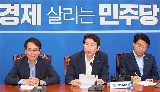 """""""한국당, 선거전략 너무 모른다""""…민주당이 조언한 선거전략은?"""