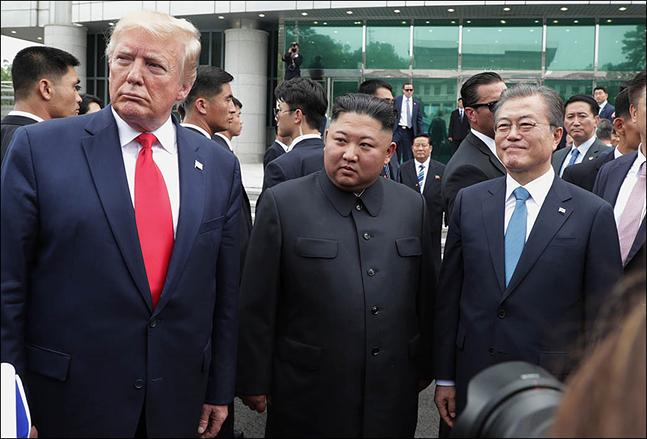 """트럼프 """"北과 긍정적 서신 왕래""""…협상 재개 시사?"""