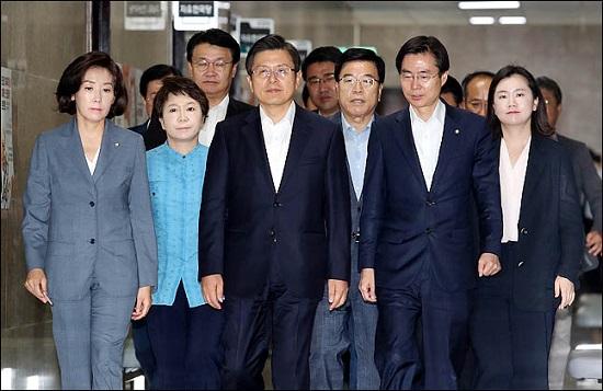 한국당, 리더십의 빈곤이 가장 큰 짐이다
