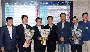 민주당 택시월급제 상생 꽃달기 행사