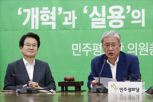 '조국 사퇴론'에 엇갈린 평화·대안…차별화 경쟁 중?