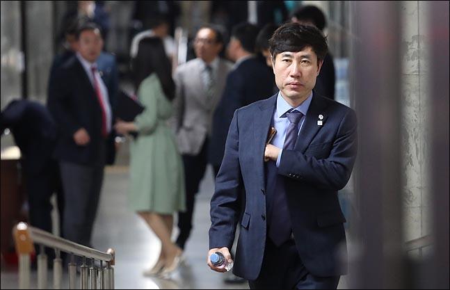 """하태경 """"조국은 자본주의가 낳은 흉측한 괴물…무릎 꿇고 사죄하라"""""""