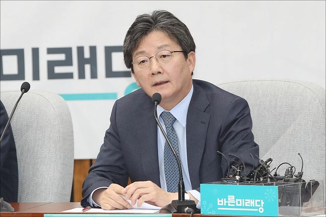 """유승민 """"논문 쓰기가 그리 쉬운가…국민을 개돼지로 보는 것"""""""
