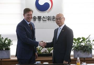 """통신업계, 페북 망 사용료 법원 판결 '유감'…""""망 사용료 동등해야"""""""