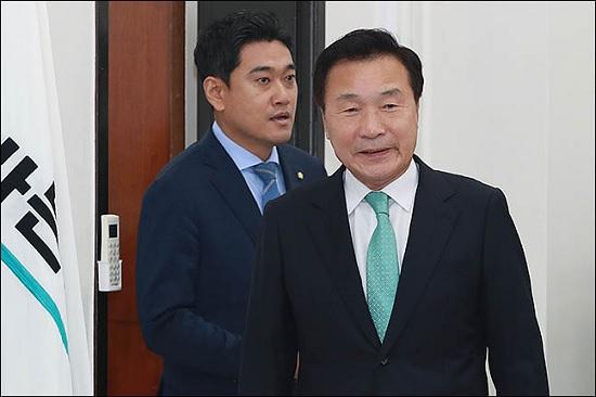 손학규, '비당권파' 퇴진 요구에도 '마이웨이'