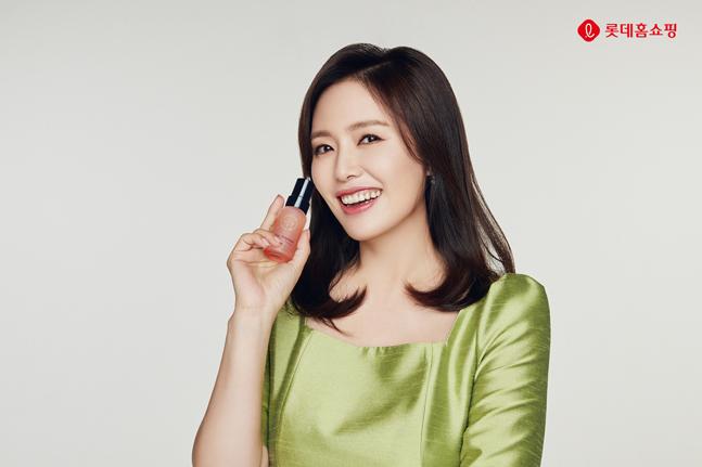 롯데홈쇼핑, 하희라의 '히라 앰플' 론칭…연예인 협업 뷰티 상품 강화