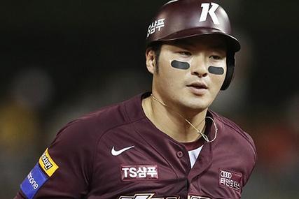 4홈런 몰아친 박병호…이승엽과 어깨 나란히?