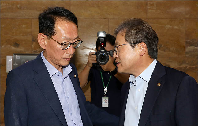 """한국당, '보이콧' 일단은…""""조국 청문회, 벽보고 해야 하나"""""""