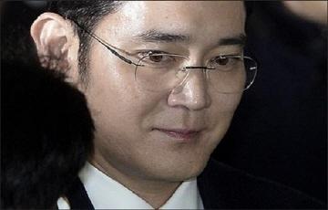재판에 다시 발목잡힌 이재용 부회장, 경영 행보 차질 우려