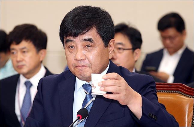 """""""한상혁 청문회에 이효성 출석해야""""…정치 한복판에 선 방통위원장"""