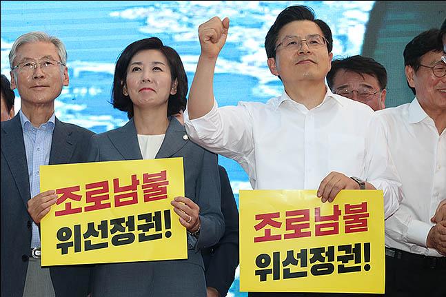 """[부울경 장외집회-종합] 2만 시민 모여 """"마!""""…조국, 고향서 '비토'"""