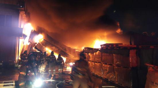구미 섬유공장 화재···4시간 만에 진화