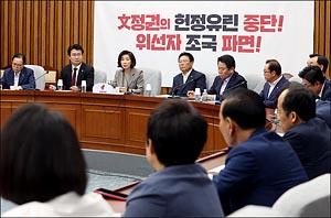 한국당 원내대책회의 주재하는 나경원