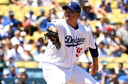 '3실점' 류현진, 마지막 홈경기서 13승 달성...MLB 첫 홈런
